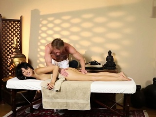 Deepthroating asian babe fucked by masseur