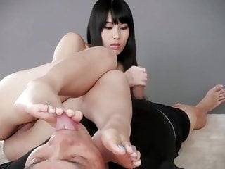 Asian girlfriend giving handjob and licking feet - arsivizm